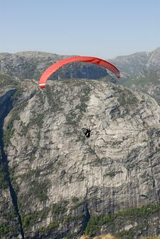 Free Paragliding Over Mountains Royalty Free Stock Images - 1378479