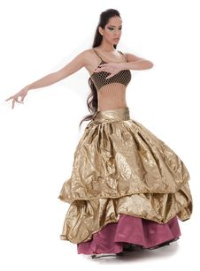Beautiful Belly Dancer In Rich Costume Royalty Free Stock Image
