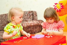 Free Two Girls Collect A Beads Royalty Free Stock Image - 13715516