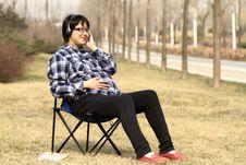Free Pregnant Woman Enjoys Music Royalty Free Stock Photo - 13715825