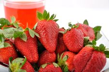 Free Strawberries And Juice Royalty Free Stock Images - 13721869