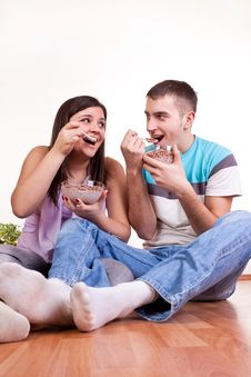 Young Couple Eating On The Floor Royalty Free Stock Photos