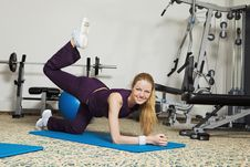 Free Young Woman Exercising Royalty Free Stock Image - 13733906