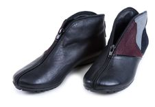 Free Feminine Leather Shoe With Corduroy Insertion Royalty Free Stock Images - 13734009