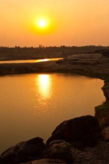 Free Sunrise Over Lake Stock Photography - 13735372