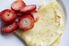 Free Thin Pancake Crepe With Strawberries Stock Photos - 13735383