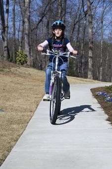 Free Young Bicycle Rider Royalty Free Stock Photography - 13737687