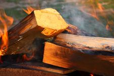 Free Fire Of Wood Royalty Free Stock Photography - 13738737