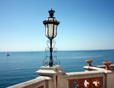 Free Beautiful Lamp Overlooking The Sea Royalty Free Stock Images - 13739039