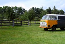 Free Old  Yellow Van Royalty Free Stock Image - 13740216