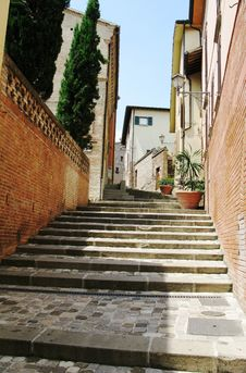 Free Italy Narrow Staircases Royalty Free Stock Images - 13742449