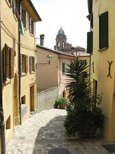 Free Italy Cramped Alleyway Royalty Free Stock Photo - 13742455