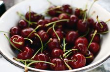 Free Bowl Of Fresh Cherries Stock Images - 13743854