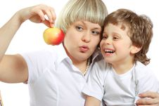 Free Woman And Boy Eating Apple Royalty Free Stock Images - 13746239