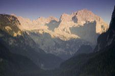 Free Lake Reflection On Limestone Peak Royalty Free Stock Image - 13747216
