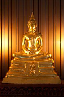 Free Dark Golden Concentration Budha Stock Photos - 13748783