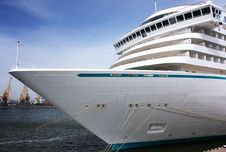 Free Cruise Ship In Port Royalty Free Stock Photo - 13749085