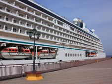 Free Cruise Ship In Port Stock Photo - 13749110