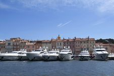Free Luxury Yachts In Saint Tropez Bay Royalty Free Stock Photos - 13749638