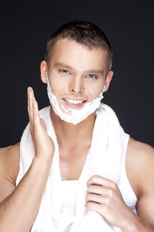 Free Handsome Man Shaves Stock Images - 13754874