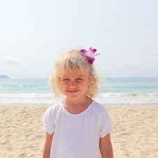 Free Beautiful Little Girl On  Beach Royalty Free Stock Photos - 13756928