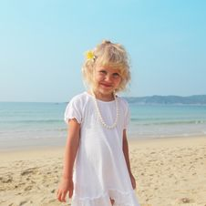 Free Beautiful Little Girl On The Beach Royalty Free Stock Photo - 13756935