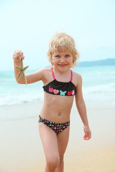 Free Happy Funny Girl With Starfish Royalty Free Stock Image - 13757086