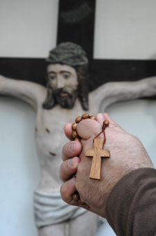 Free Hands With A Crucifix Stock Photos - 13761043