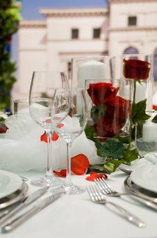 Free Dining Table Royalty Free Stock Images - 13765199