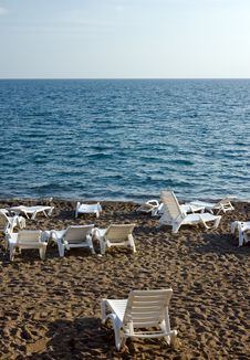 Free Chaise Lounges On Beach Royalty Free Stock Images - 13766649