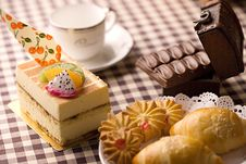 Free Cake Royalty Free Stock Images - 13767529
