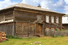 Free The Wooden Ancient House Royalty Free Stock Photos - 13767998
