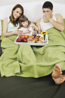 Free Happy Young Family Eat Breakfast In Bed Royalty Free Stock Photo - 13772675