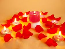 Free Spa Candles Red Rose Petals Royalty Free Stock Photography - 13774077
