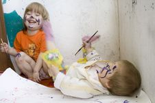 Free Two Dirty Children Sketching Royalty Free Stock Image - 13779586