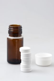 Free Little Vial And Tablets Stock Photos - 13781073