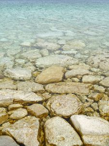 Free Clear Waters With Rocky Bottom Background Royalty Free Stock Photos - 13781128