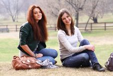 Free Two Young Women Royalty Free Stock Images - 13784419