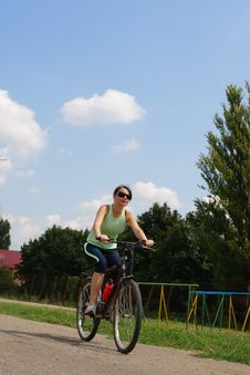 Free Woman Cycling In A Park Royalty Free Stock Photos - 13786348