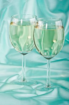 Free Two Glasses Of White Wine Royalty Free Stock Photography - 13788027