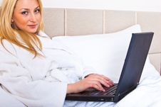 Free Woman Sitting In Bed Using Laptop Royalty Free Stock Images - 13788529