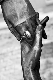 Free Metal Hands Of Lovers Royalty Free Stock Photography - 13791907