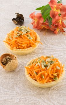 Free Carrot Salad In A Basket Royalty Free Stock Images - 13792069