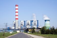 Free Power Station With Chimney And Cooling Towers Royalty Free Stock Images - 13799699