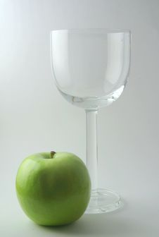 Free Wine Glass And Apple Royalty Free Stock Photo - 1385815