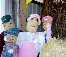 Free Scarecrow Family Royalty Free Stock Image - 1388186