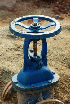 Free Blue Valve With Pipes Royalty Free Stock Image - 13800356