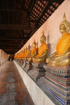 Free Buddha Rows In Thailand Temple Royalty Free Stock Image - 13802396