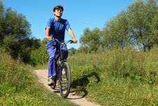 Free Man Wearing Sporty Clothes Is Riding On Bycicle Royalty Free Stock Images - 13802969