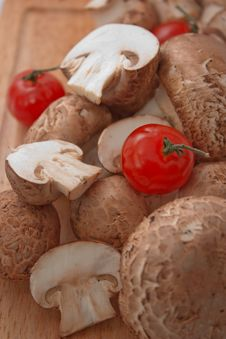 Champignon With Cherry Tomato Royalty Free Stock Photography